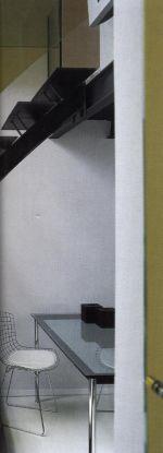 Один из самых поразительных способов акцентирования, произведенных в серой комнате