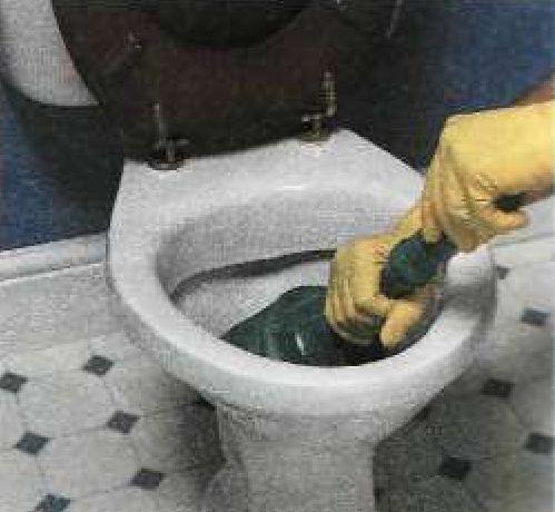 Засорился слив в ванной что делать в домашних условиях