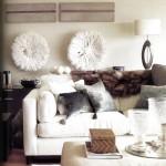 Жилой интерьер, созданный дизайнером Луиджи Эспоэито, решен в теплых кремовых тонах. Деревянный пол, темная мебель, оттоманка, обитая кремовой льняной тканью, и диван являют собой простую, но утонченную комбинацию. Мягкий намек на этнический стиль вносят в интерьер шелковые и бархатные подушки, ковер из натурального меха, а также головные уборы из перьев и графические изображения, привезенные из Камеруна.