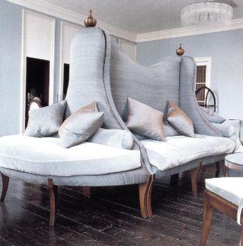 Это сложное сиденье, покрытое тканью цвета утиного яйца (автор Мартин Халберт), - примечательный элемент отеля «Crove» в Хердфордшире.