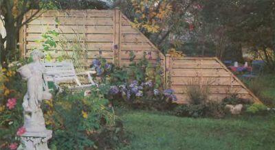 Забор на территории участка не несет в себе защитную функцию.