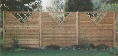 Внутренний забор предназначен для создания в большом саду локальных оригинальных интерьеров