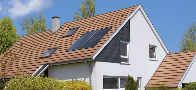 Солнечный коллектор De Dietrn установленный на крыше дома