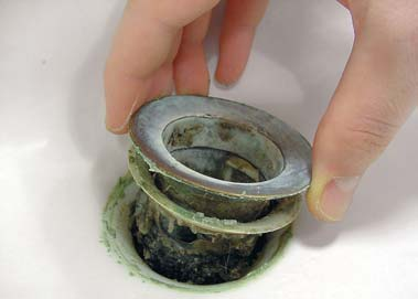 Замена сифона и слива раковины