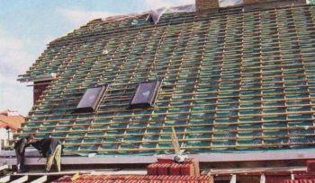 Для крыши, которую планируют покрывать керамической черепицей, достаточно обычной полипропиленовой перфорированной гидроизоляции