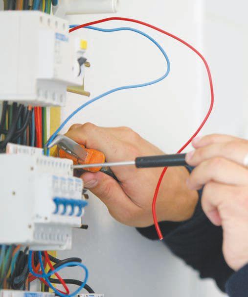 Присоединение нолевого провода к контакту четырехполюсного автомата