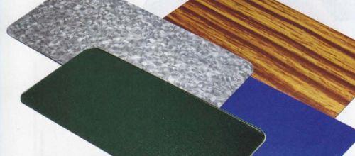 Разнообразные типы фактур и богатая цветовая гамма металлоче¬репицы позволя¬ют гармонично вписать её в окру¬жающую среду или подобрать под цвет других элементов здания. Весьма эффектно будет выглядеть кровля, в которой скомбинировано несколько оттенков
