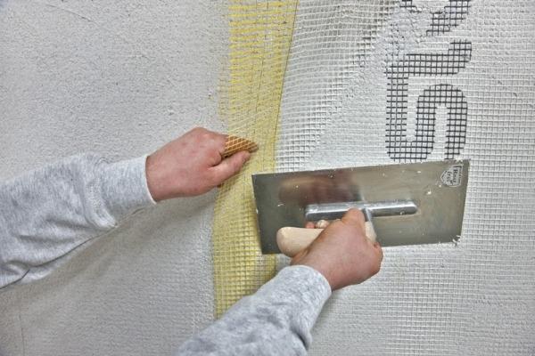 Нанесение штукатурки по армирующей сетке
