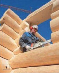 7. По ходу сборки в стенках проёмов выбирают пазы под обсадные коробки. Такие изделия предотвращают деформацию окон при усадке стен