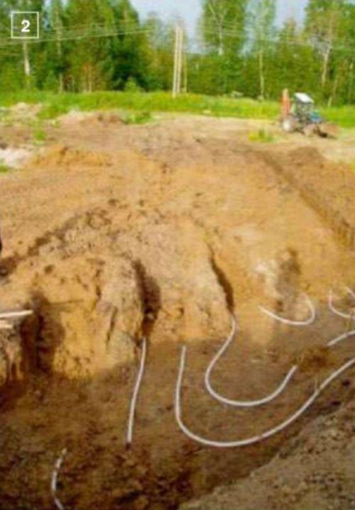 2. Уложенный в траншеи трубопровод контура теплосбора заводят в дом