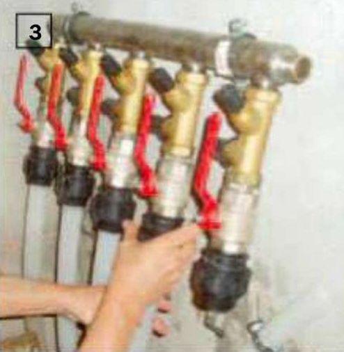 3. Горизонтальный теплосборник подключают к тепловому насосу через специальную коллекторную группу со встроенным смесителем