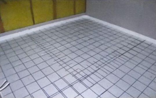 Перекрытие, сделанное по грунту, необходимо гидроизолировать и утеплить