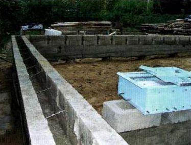 Две стены и гибкие связи образуют жесткую и устойчивую конструкцию