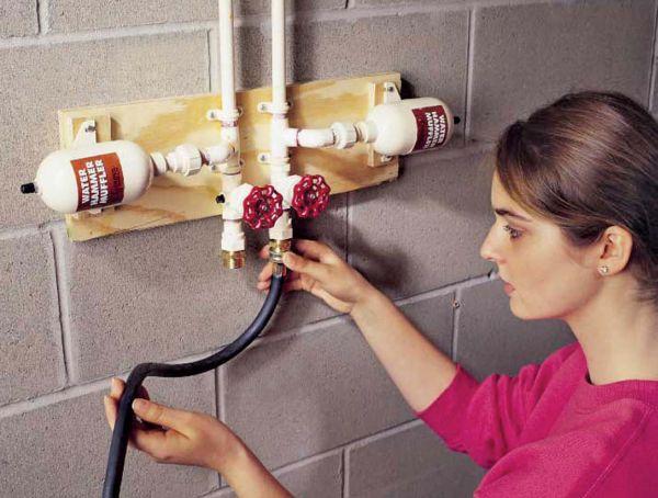 Чтобы противодействовать гидравлическому удару, некоторые производители предлагают специальный жидкостный гаситель, в котором энергия удара рассеивается