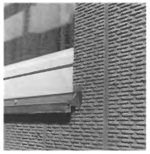 Волокнистые теплоизолирующие листы с рифленой поверхностью, на которую наносится облицовка, применяются также в необлицованном виде