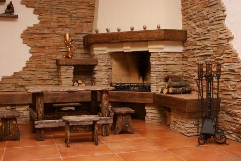 Облицовка искусственным камнем - декорирование интерьера
