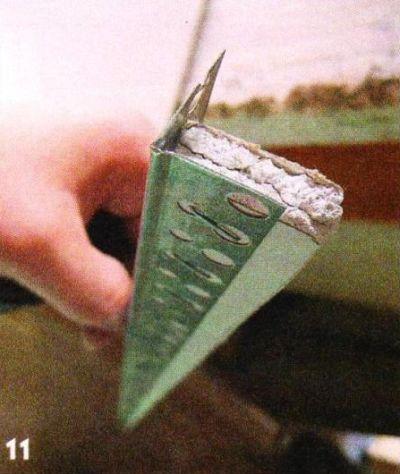 Из полосок гипсокартона и уголкового профиля изготовил элементы для откосов. Получились вот такие «детальки».