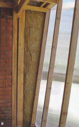 Изнутри дома утеплили места примыкания кирпичных стен к каркасным