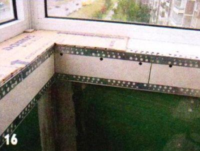 Пластмассовый подоконник над парапетом расширил под размер мозаики