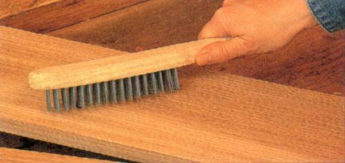 Обработка древесины проволочной щеткой