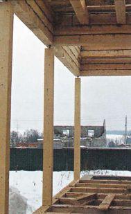 Вертикальные столбы террасы с винтовыми домкратами