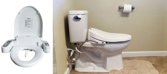 Электронная крышка-биде для унитаза (слева), установленная на унитаз (справа)