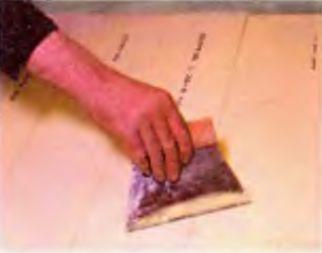Укладка пробкового напольного покрытия