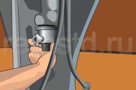 2. Монтируем сифон и отводную трубу