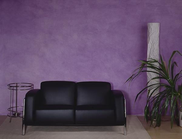 Декоративная отделка стен - сила фиолетового