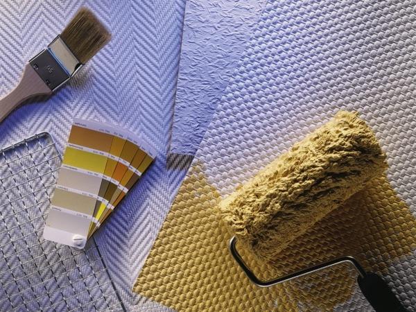 Оформление стен с помощью обоев, краски и текстуры