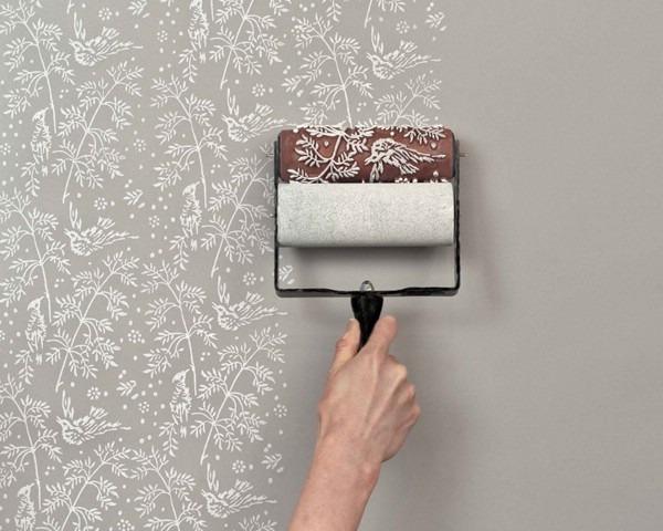 Создание узора на стене с помощью валика заводского производства