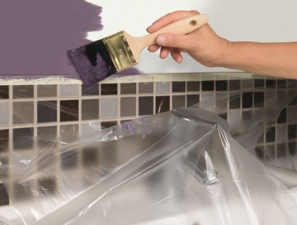 Защитная пленка с липкими краями при ремонте и покраске