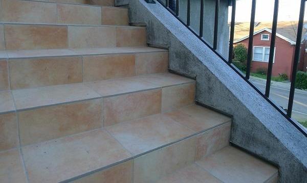 Облицовка ступеней лестницы плиткой