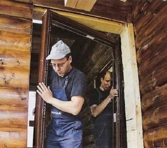 Установка входной двери в брусовом доме своими руками