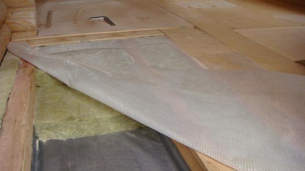 Утепление перекрытия по деревянным балкам