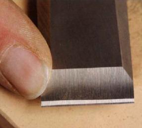 На лезвии сформированы 2 плоскости режущей кромки