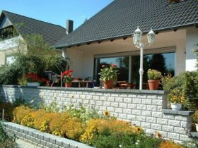 Декоративные, подпорные стенки и клумбы из бетонных блоков