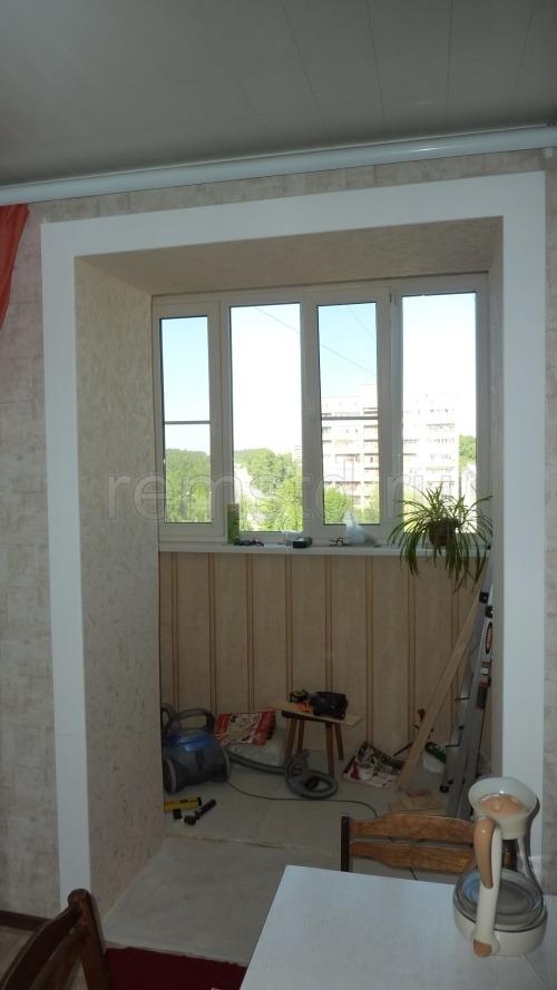 Отделка и объединение балкона с кухней