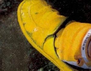 Клумба из ботинка своими руками