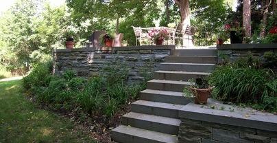 Укрепление склонов и откосов камнями. Подпорные стенки, террасы и лестницы