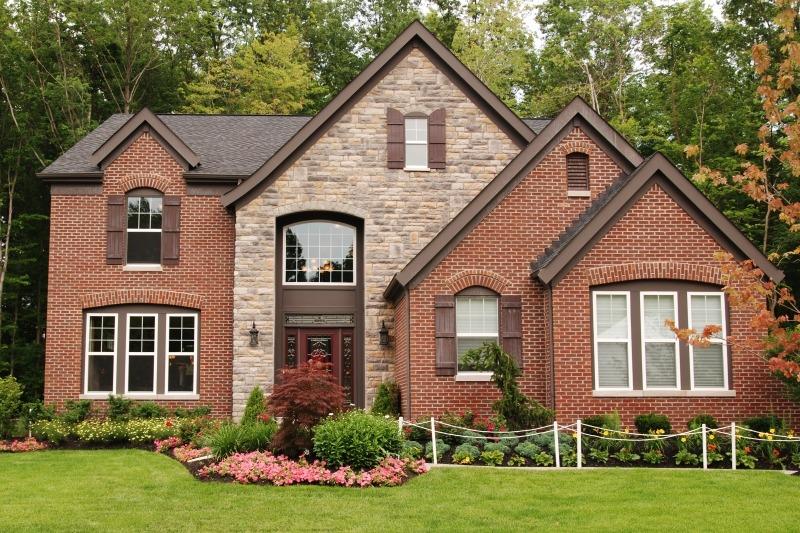 Каменный дом. Облицовка искусственным камнем и фасадным кирпичом