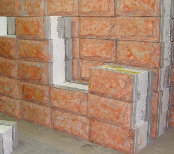 Утепленные многослойные стеновые блоки