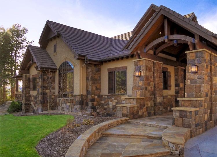 Загородный дом из натурального камня
