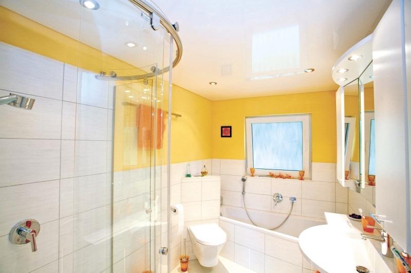 Натяжной потолок в ванной комнате