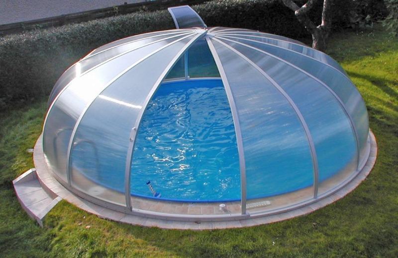 Бассейн с крышей из поликарбоната