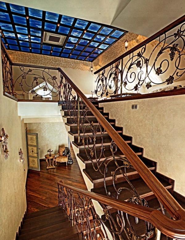 Стиль и архитектура современного загородного дома - лестница на третий этаж