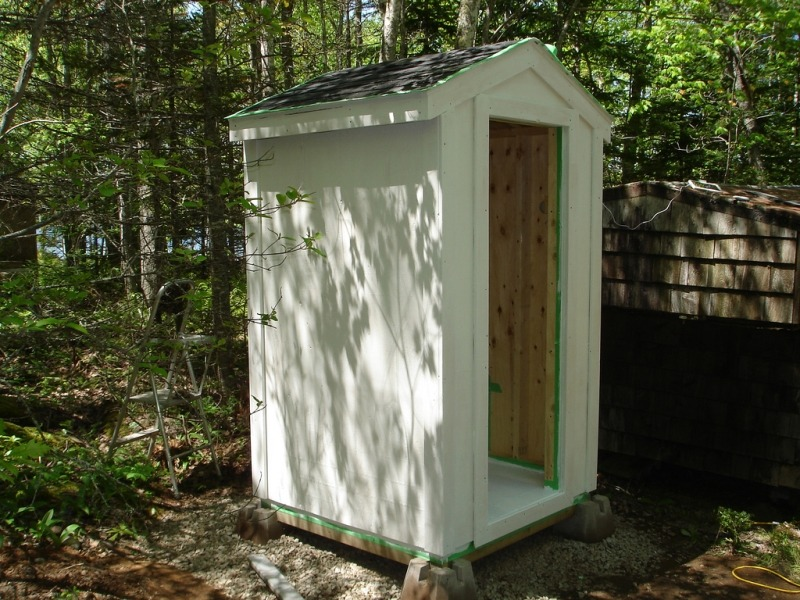 Как построить деревянный туалет на даче