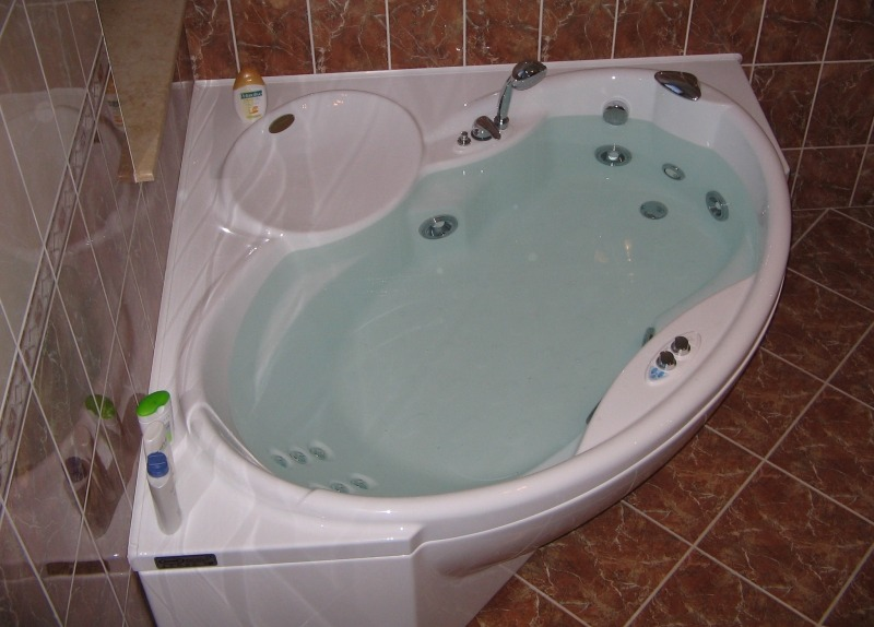 Ванна с гидромассажем Jacuzzi Celtia