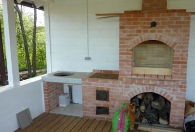 Печь на открытой веранде дома