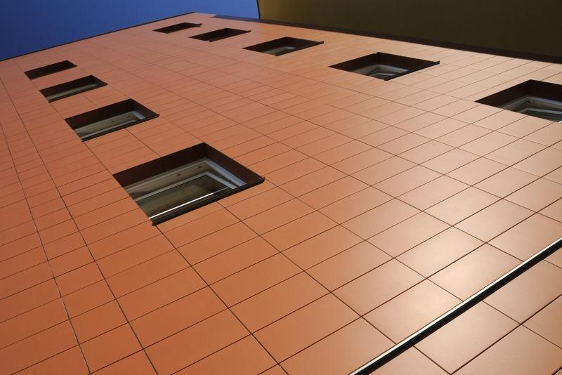 Навесной фасад из керамических панелей